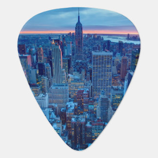 Die Wolkenkratzer von Manhattan werden beleuchtet Plektrum