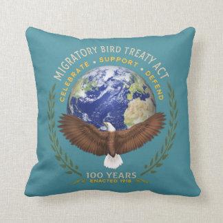 Die Zugvogel-Vertrag-Tat - 100 Jahre alt Kissen