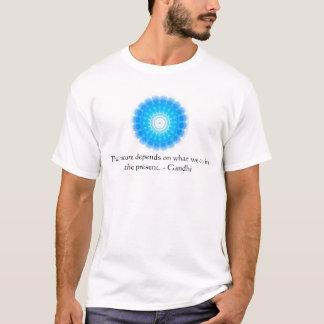 Die Zukunft hängt von ab, was wir im Geschenk tun T-Shirt