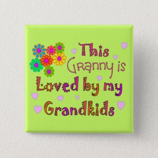 Diese Oma wird durch mein Grandkis geliebt Quadratischer Button 5,1 Cm