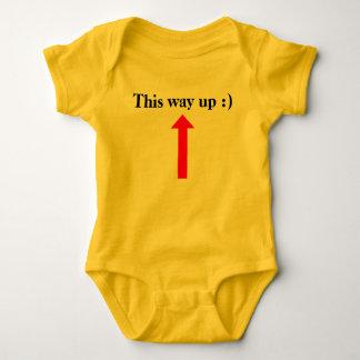 Diese Weise oben:) Baby Strampler