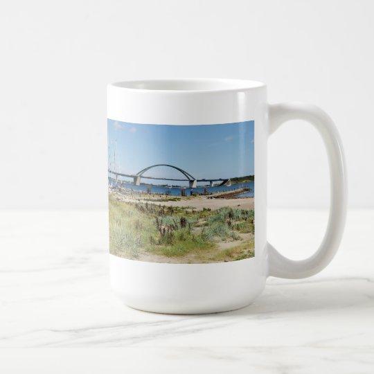 Diesel ICE auf der Fehmarnsundbrücke Kaffeetasse