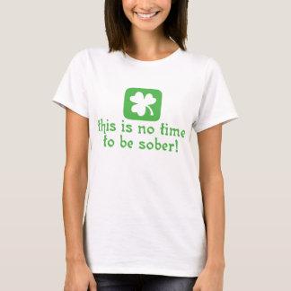 Dieses ist keine Zeit, nüchtern zu sein T-Shirt