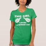 Dieses Mädchen-Liebe-St Patrick Tageslustiges T-Sh Tshirts
