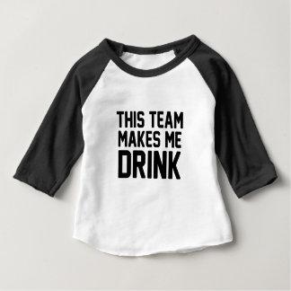 Dieses Team lässt mich trinken Baby T-shirt