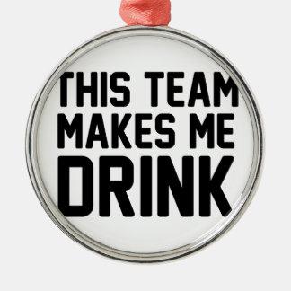 Dieses Team lässt mich trinken Rundes Silberfarbenes Ornament