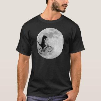 Dinosaurier auf einem Fahrrad im Himmel mit Mond-T T-Shirt