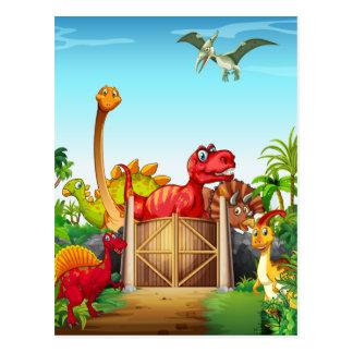 Dinosaurier in einem Dino-Park Postkarte