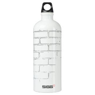 DIY weiße Backsteinmauer, zum der Graffiti zu Aluminiumwasserflasche