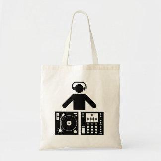 DJ bauschen sich Einkaufstaschen