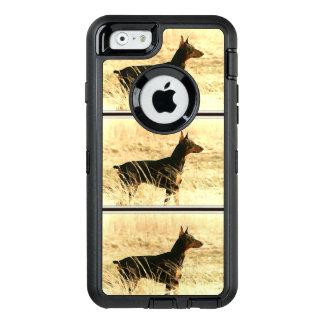 Dobermann in den trockenen Schilfen, die Bild OtterBox iPhone 6/6s Hülle
