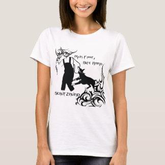 Dobermann schnell laufen gelassen T-Shirt
