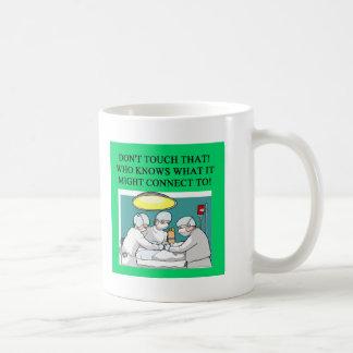 Doktorarzt-Chirurgwitz Kaffeetasse