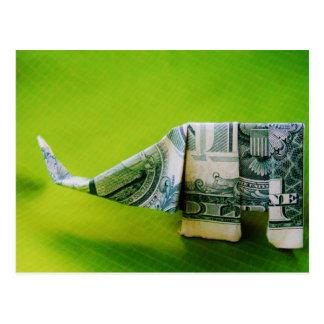 Dollarschein origami Elefant auf grünem Hintergrun Postkarte