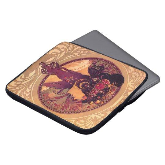Donna Orechini durch Alphonse Mucha Laptopschutzhülle