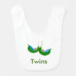 Doppelerbsen in einem Hülsen-Baby-Schellfisch Lätzchen