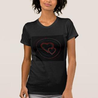 Doppelte Herzen im Schwarzen T Shirts