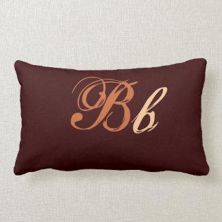Doppeltes b-Monogramm in Brown und in der Beige Lendenkissen