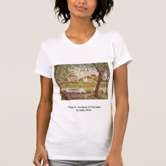 Dorf auf den Banken der Seines durch Sisley Alfred Tshirts