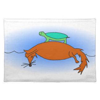 Dosenschildkröte, die auf einen Fuchs schwimmt Tischset