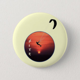 Drachen-Surfen auf Sonnenuntergang-Hintergrund Runder Button 5,7 Cm