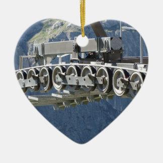 Drahtseilbahn-Gangräder mit Gebirgshintergrund Keramik Ornament