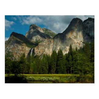 Drastische Ansicht von Yosemite-Tal von den Toren Postkarte