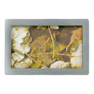 Draufsicht Blätter eines des nassen Herbstes Rechteckige Gürtelschnalle