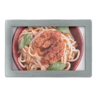 Draufsicht der gekochten Spaghettis mit Tomate Rechteckige Gürtelschnalle