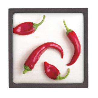 Draufsicht der heißen Chili-Paprikaschoten Schachtel