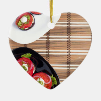 Draufsicht des vegetarischen Geschirrs dämpfte Keramik Ornament