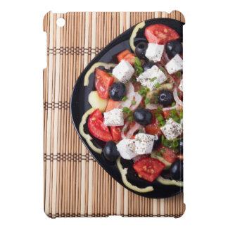 Draufsicht des vegetarischen Salats in einer iPad Mini Hüllen