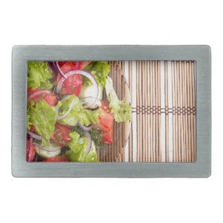 Draufsicht des vegetarischen Salats vom Rechteckige Gürtelschnalle