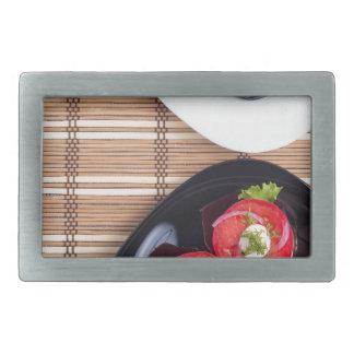 Draufsicht einer Platte der gedämpften Aubergine Rechteckige Gürtelschnallen