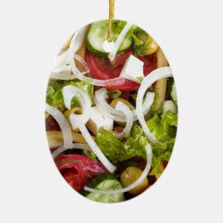 Draufsicht einer Platte des Salats hergestellt von Ovales Keramik Ornament