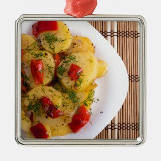 Draufsicht eines vegetarischen Tellers mit Bio Silbernes Ornament