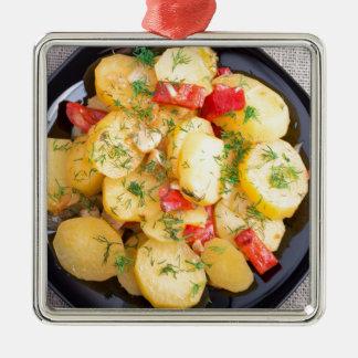 Draufsicht über ein Eintopfgericht der Kartoffeln Quadratisches Silberfarbenes Ornament
