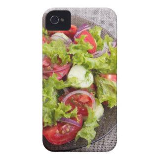 Draufsicht über eine Platte mit frischem Salat des iPhone 4 Hüllen