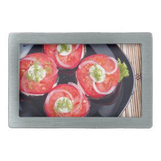 Draufsicht von geschnittene rote Tomatescheiben Rechteckige Gürtelschnallen