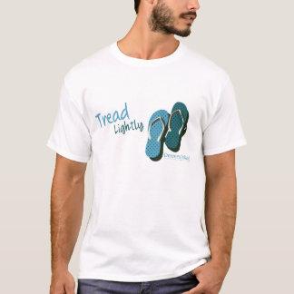 Drehen Sie Reinfall-Schritt leicht um T-Shirt