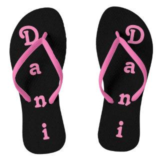 Drehen Sie Reinfälle Dani um Flip Flops