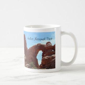 Drehkopf-Bogen wölbt Nationalpark Kaffeetasse