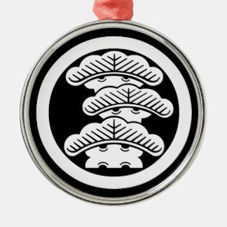 Drei-abgestufte Kiefer R im Kreis Silbernes Ornament