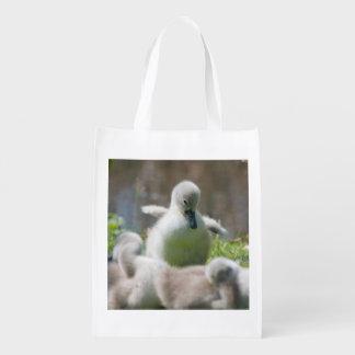 Drei Baby-SchwanCygnetentlein, die zusammen Wiederverwendbare Einkaufstasche