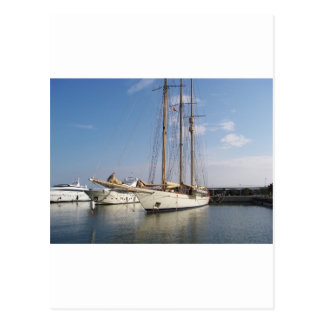 Drei bemastete Yacht Postkarte