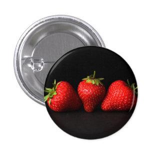 Drei Erdbeeren auf Schwarzem (H) Runder Button 2,5 Cm