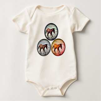 Drei Fohlen im Meer, spielerisches Baby kleidet Baby Strampler