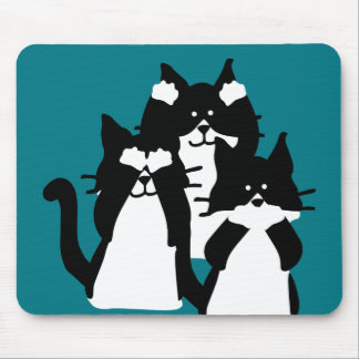 Drei kluges Kätzchen in einer Gruppe Mauspad