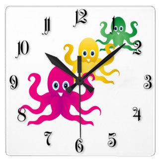 Drei lustige octopies quadratische wanduhr