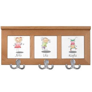 Drei Mädchen-Mantel-Gestell